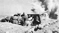 Artilleurs britanniques en train de faire feu