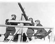 Soldats finlandais visant un avion
