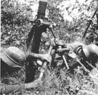 Soldats allemands manipulant un Granatwerfer 34