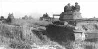 Chars T-34 russes montant au front