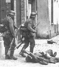 Un soldat français blessé demande de l'aide