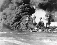 L'USS West Virginia en feu