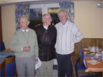 A gauche Fritz Engelbert, au milieu vétéran américain et à droite Ludwig