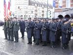 Soldats US rendant hommage à leurs prédécesseurs